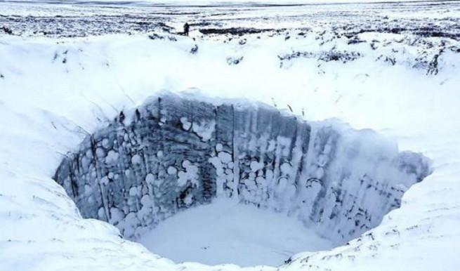Những miệng hố khổng lồ bí ẩn ở Siberia