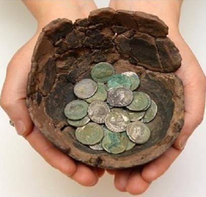 Kho báu tiền xu trị giá hàng chục triệu USD ở Wales