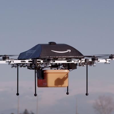 Video: Drone của Amazon lấy hàng từ kho, vượt chướng ngại vật giao cho khách