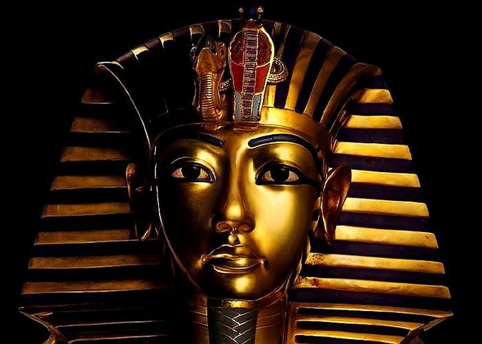 Không chỉ được sinh ra trong mối quan hệ cận huyết, vua Tutankhamun cũng đã kết hôn với người chị gái của mình là Ankhesenamun.