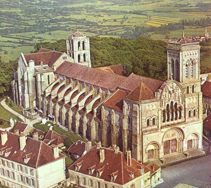 Nhà thờ, ngọn đồi ở Vezelay - Pháp