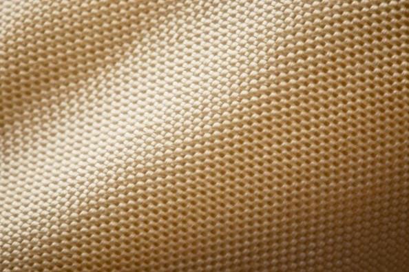 Áo khoác tơ nhện nhân tạo siêu ấm đầu tiên trên thế giới