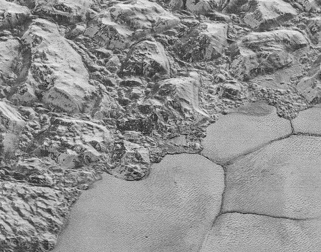 NASA công bố hình ảnh sắc nét nhất của bề mặt sao Diêm Vương
