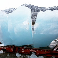 """Đưa băng Bắc Cực đến Paris để """"sờ thấy"""" biến đổi khí hậu"""