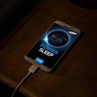 Có nên sạc điện thoại qua đêm hay không?