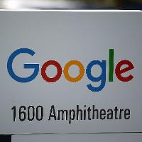 Tại sao Yahoo màu tím, Google bảy sắc còn Facebook có màu xanh da trời?