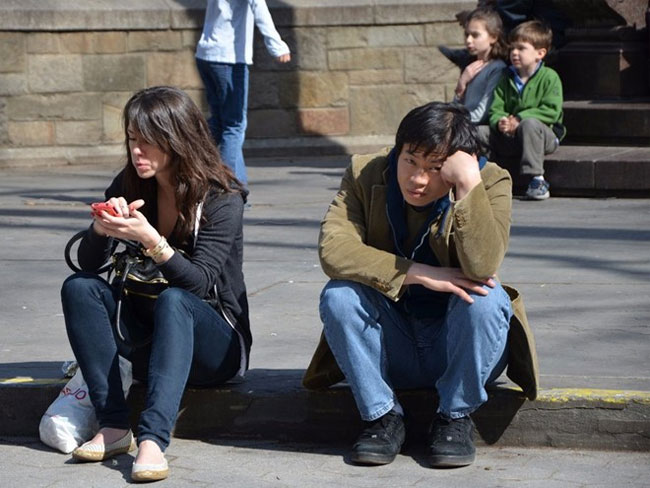 Sử dụng smartphone có thể khiến con người điếc tạm thời