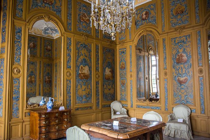 Nội thất và kiến trúc bên trong của lâu đài thực sự khiến người xem choáng ngợp bởi sự xa hoa của nó.