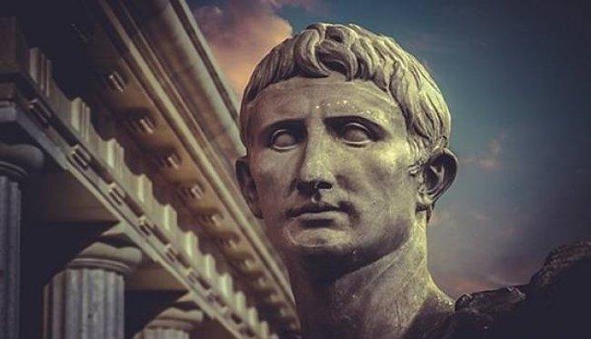 Julius Ceasar là nhà quân sự lỗi lạc của đế chế La Mã cổ đại.