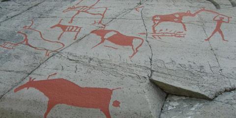 Theo nghiên cứu ghi chép thì những hình khắc trên đá ở Alta được khắc trong khoảng thời gian từ năm 4.200 tới năm 500 trước công nguyên.