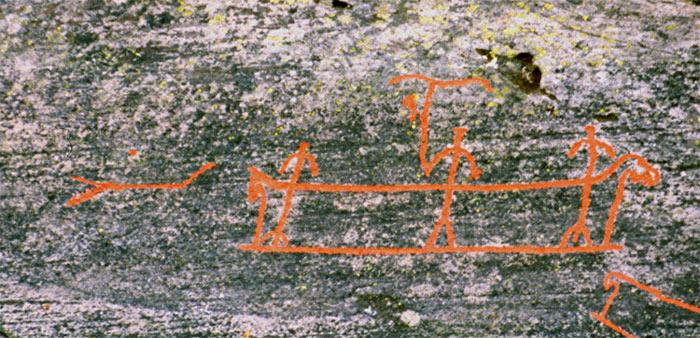 Một số ít hình khắc khắc lại mô tả các nghi lễ, tập tục truyền thống của người dân