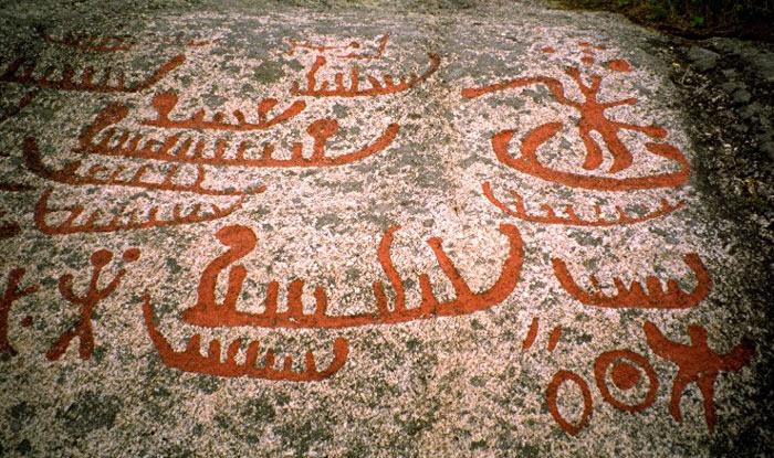 Các nhà khảo cổ cho rằng những nghi lễ được miêu tả qua hình khắc đá có thể là của những người theo đạo Shamanism.