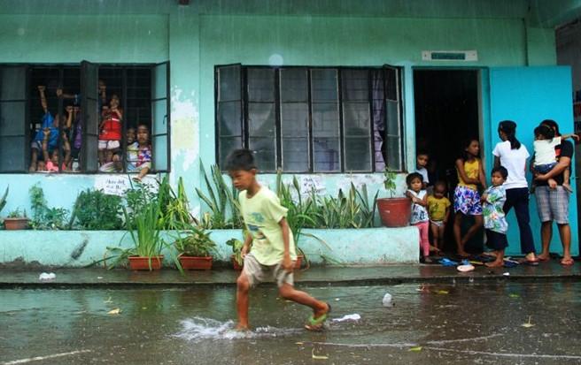 Philippines hứng chịu khoảng 20 cơn bão mỗi năm, phần lớn các cơn bão mạnh đều xuất hiện vào cuối năm.