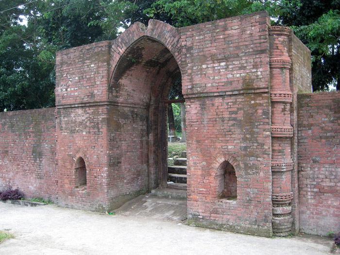 Ngoài ra, Sở Khảo cổ học bảo vệ tài sản Bangladesh đang trực tiếp quản lý Nhà thờ này.