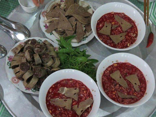 Việc người ăn tiết canh có bị nhiễm giun, sán phụ thuộc vào việc con vật đó có nhiễm sán hay không.