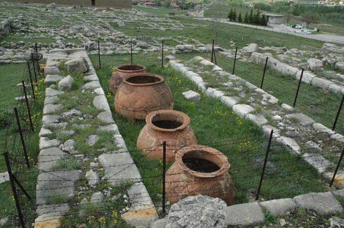 Nhiều hiện vật bằng gốm ở Hattusa cho thấy cuộc sống sung túc, cũng như trình độ chế tác đồ thủ công điêu luyện của cư dân thành phố.