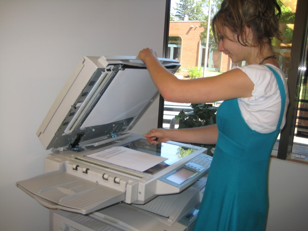 Để giảm bớt tác hại của máy photocopy, người trực tiếp đứng máy nên tránh nhìn vào ánh sáng phát ra từ máy, đậy nắp máy trước khi vận hành, cách này sẽ giúp hạn chế việc phóng thích ozone ra bên ngoài.