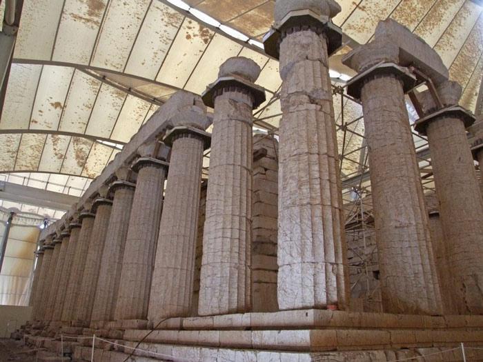 Hiệp hội khảo cổ Hy Lạp đã trùng tu lại điện thờ từ năm 1902 đến 1906, thay thế những cột trụ đã vỡ nát và sửa lại những bức tường nội điện. Một cuộc tu sửa nữa được tiến hành vào những năm 1960 khi những mảnh vụn của trụ gạch được đào lên.