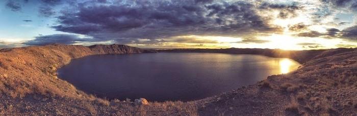 Hồ nước tưởng chừng như rất bình thường này là kết quả của một thử nghiệm hạt nhân.