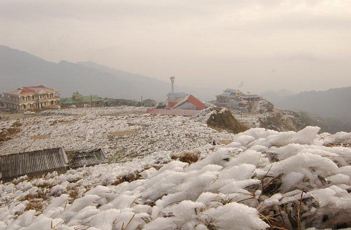Hạ thân nhiệt thường xảy ra khi tiếp xúc với điều kiện thời tiết lạnh hoặc nước lạnh.