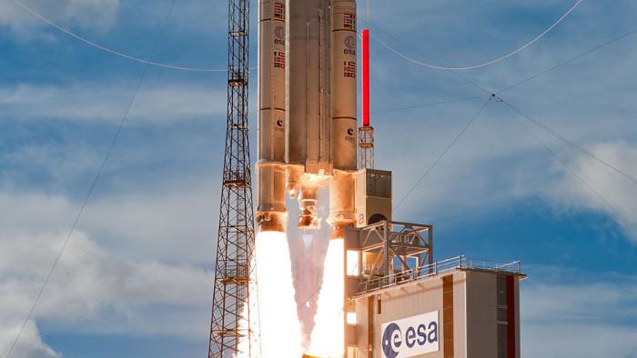 Kính viễn vọng không gian James Webb dự kiến sẽ được phóng lên quỹ đạo bằng tên lửa Ariane 5.
