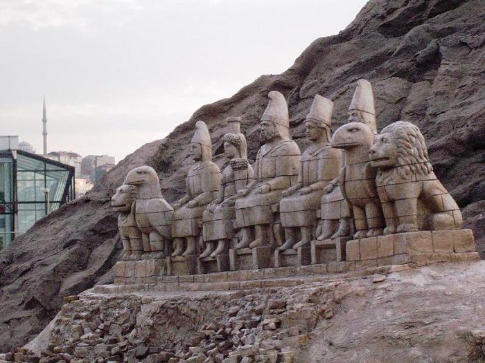 Nó được coi là một trong những công trình xây dựng tham vọng nhất thời Hellenistic, sau sự sụp đổ của đế chế Alexander vĩ đại.