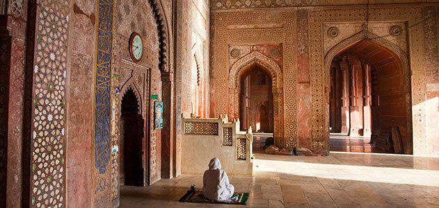 Trong thành cổ Fatehpur Sikri có một nhà thờ Hồi Giáo lớn đó là nhà thờ Jama Masjid – đây là nhờ thờ Hồi giáo lớn nhất của Ấn Độ.
