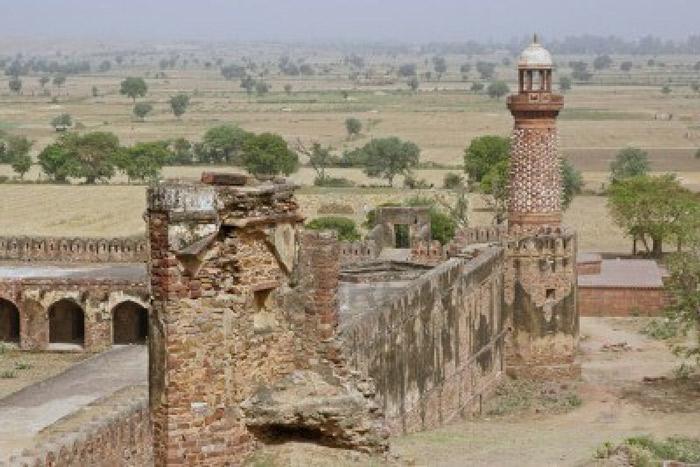 Mặc dù thành cổ Fatehpur Sikri không tồn tại lâu dài như những tòa thành khác của Ấn Độ, nhưng trong khoảng thời gian tồn tại ngắn ngủi của mình thành cổ đã để lại những công trình kiến trúc tuyệt đẹp ghi nhiều dấu ấn văn hóa, lịch sử.