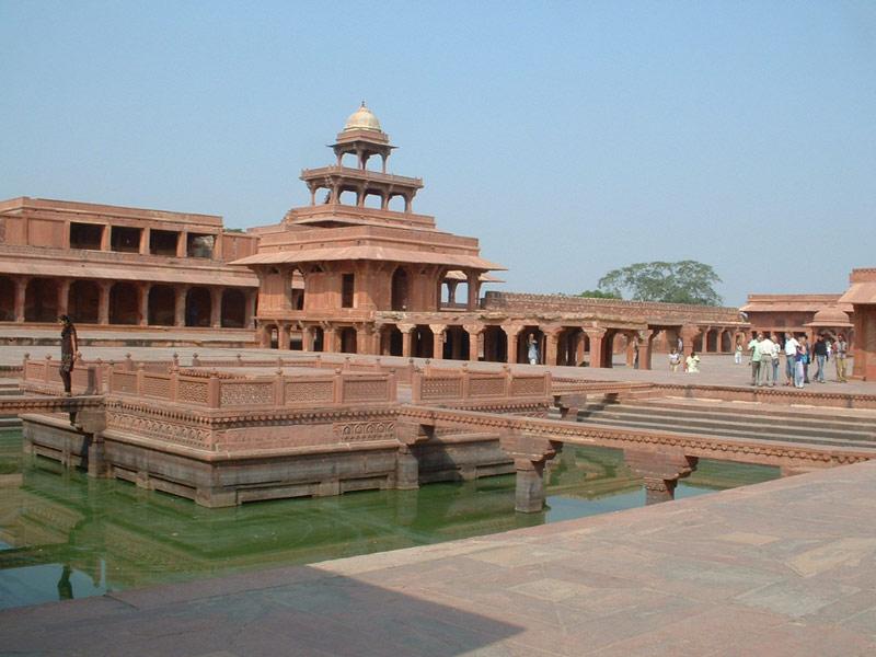 Thành cổ Fatehpur Sikri được xây dựng giữa năm 1571 cho đến năm 1585.