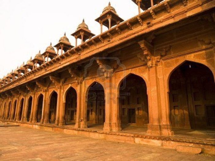 Lối kiến trúc chung của thành Fatehpur Sikri được lấy ý tưởng từ kiến trúc của Ấn Độ, Ba Tư, Hồi giáo.