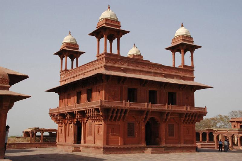 Được Unesco công nhận là Di sản văn hóa thế giới từ năm 1986, cho đến nay thành Fatehpur Sikri vẫn tạo ra sức hút mạnh mẽ đối với khách du lịch.