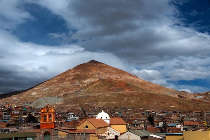 Thành phố Potosi của Bolivia được thành lập năm 1545. Ngay từ khi mới thành lập, Potosi đã sớm trở thành thành phố giàu có bởi nguồn tài nguyên khoáng sản dồi dào tại đây.
