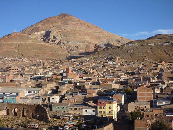 """Nằm trên những ngọn núi cao, mà ở đó quạng bạc và quạng thiếc có khối lượng lớn, thành phố Potosi vì thế được gọi là """"kho tiền"""""""
