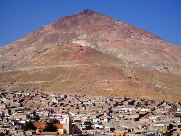 Núi đá lớn nhất tại khu vực này là núi Cerro Rico, đây cũng là ngọn núi có số lượng quặng được khai thác lớn nhất kể từ khi thành lập Potosi tới nay.