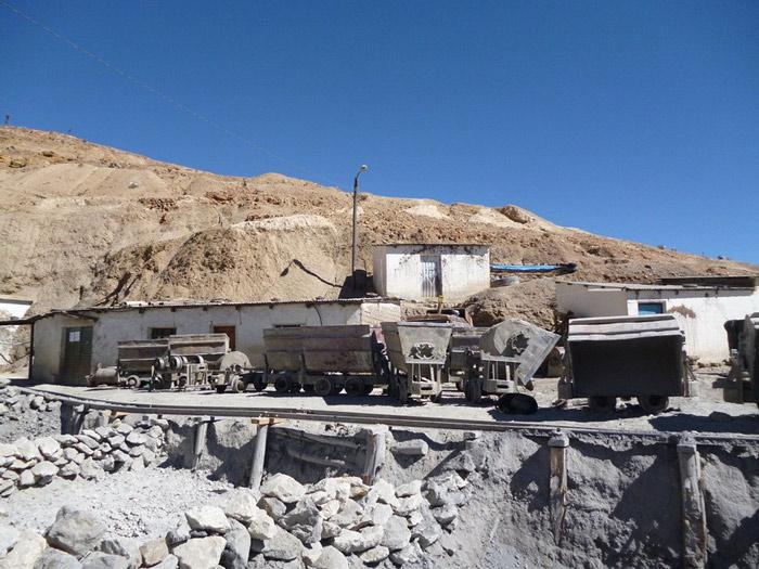 Tới năm 1800, các mỏ bạc cạn kiệt, người ta chuyển sang khai thác thiếc và tiếp tục đào bới liên tục tại các núi đá trong thành phố.