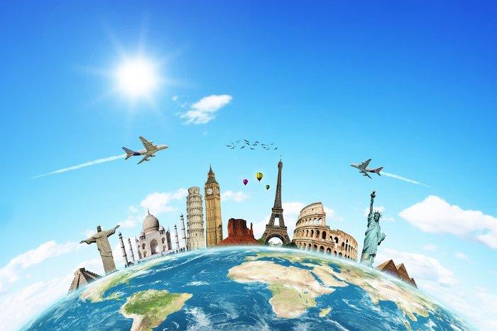 Toàn cầu hóa thông tin giúp các quốc gia cũng như con người xích lại gần nhau hơn.