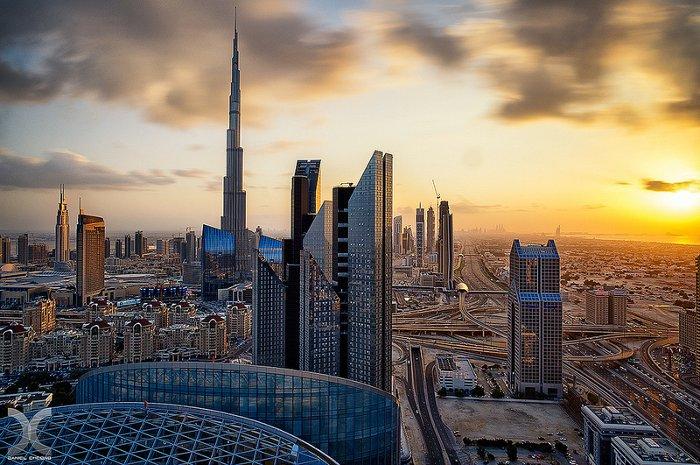Với tiềm năng giàu có của mình, UAE đã bỏ thuế thu nhập của người dân.
