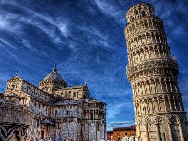 Tháp nghiêng Pisa là một công trình nối tiếng và cũng là một trong bảy kỳ quan của thế giới.
