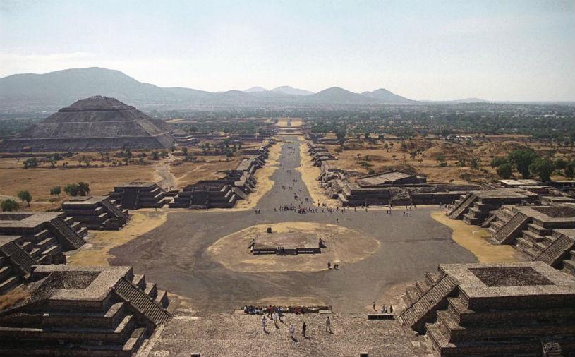 Kim tự tháp Mặt trời ở Teotihuacan của Mexico nằm ở trung tâm của một tổ hợp các kim tự tháp tuân thủ theo mô hình hệ thống các hành tinh trong hệ mặt trời.
