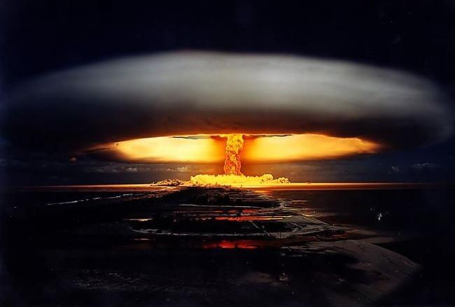 Bom nguyên tử và bom nhiệt hạch là hai loại vũ khí hạt nhân có sức công phá mạnh nhất hiện nay.