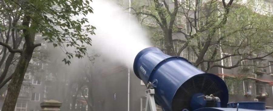 Một số người đưa ra ý kiến dùng súng canon phun sương khổng lồ để khắc phục tình trạng ô nhiễm.