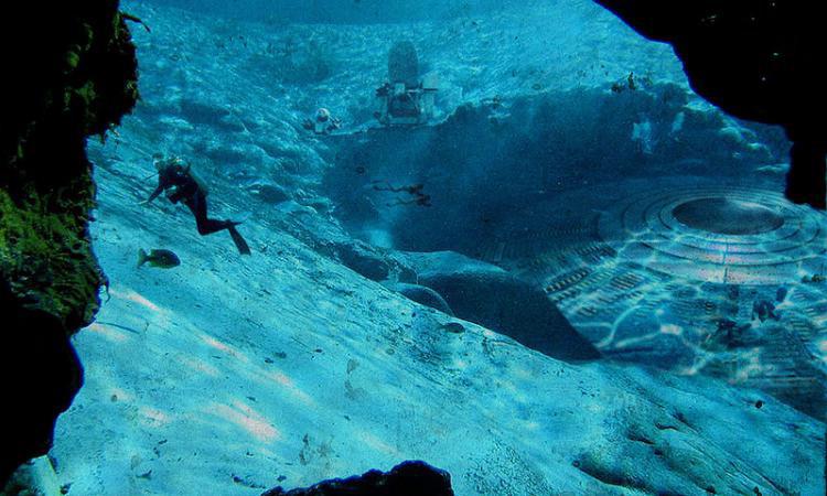Những vòng xoáy lạ mắt này được tìm thấy ở đáy đại dương, thuộc vùng biển Florida và Bắc Carolina. Các nhà khoa học tin rằng chúng chính là những gò mộ cổ đại, có niên đại từ năm 8.000 trước công nguyên.