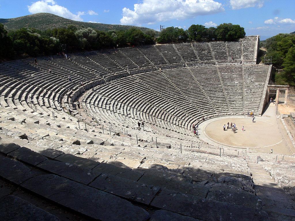 d Di chỉ khảo cổ Epidaurus nằm trong một thung lũng hẹp của Hy Lạp, với nhiều tầng khảo cổ. C