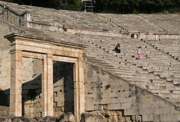Nhà hát lộ thiên Epidaurus - kiệt tác kiến trúc của Hy Lạp cổ đại được kiến trúc sư tài danh Polykcitos thiết kế và chỉ đạo xây dựng không chỉ là niềm tự hào của Hy Lạp mà còn khiến cả thế giới nể phục.