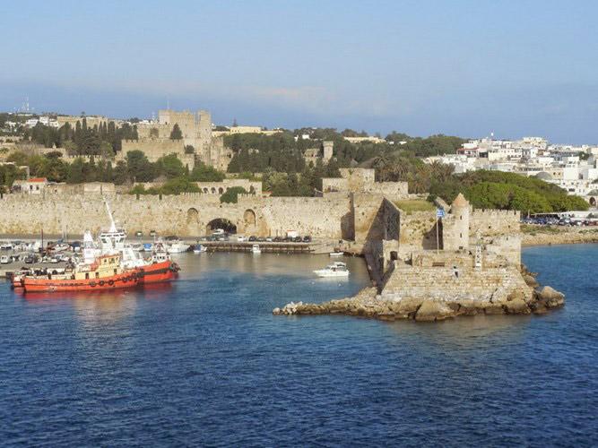 Thành phố thời trung cổ Rodos nằm trên hòn đảo nổi tiếng Rhodes.