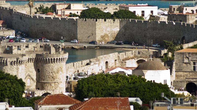 UNESCO đã công nhận thành phố thời trung cổ của Rhodes ở Hy Lạp là Di sản văn hóa thế giới năm 1988