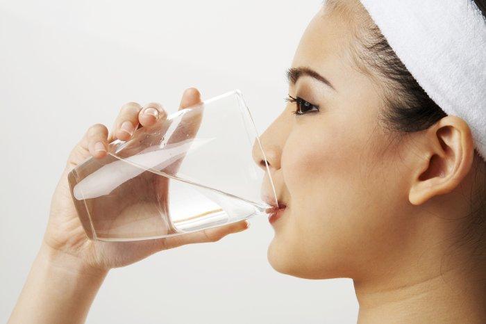 Nên uống nước buổi sáng khi bụng đói để tăng hiệu quả tuần hoàn máu.