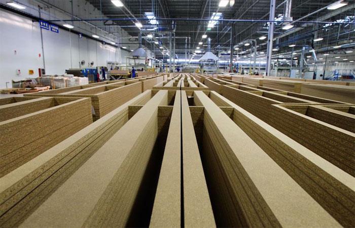 Đồ gỗ của IKEA chiếm 1% lượng tiêu thụ gỗ trên thế giới, không hề ít đâu nhé.