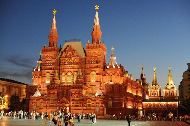 Với những giá trị lớn về mặt lịch sử cũng như giá trị kiến trúc vượt bậc, Điện Kremlin và Quảng trường Đỏ đã được công nhận là Di sản văn hóa thế giới năm 1990.