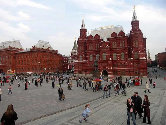 Quảng trường Đỏ là một kiệt tác về kiến trúc và là nơi quy tụ nhiều công trình nghệ thuật tiếng nhất thủ đô Matxcova.